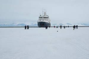 LOW_Antarctica_ship-in-the-ice-