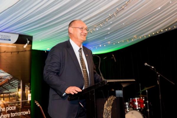 Te Rūnanga o Ngāi Tahu Kaiwhakahaere Tā Mark Solomon speaking at the Māori Business Awards. Photo by Carmen Bird