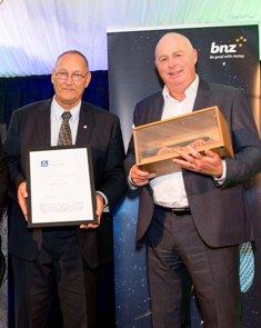 Tā Mark Solomon (left) and Chair of the Ngāi Tahu Holdings board, Trevor Burt accepting the Ngāi Tahu Holdings award.